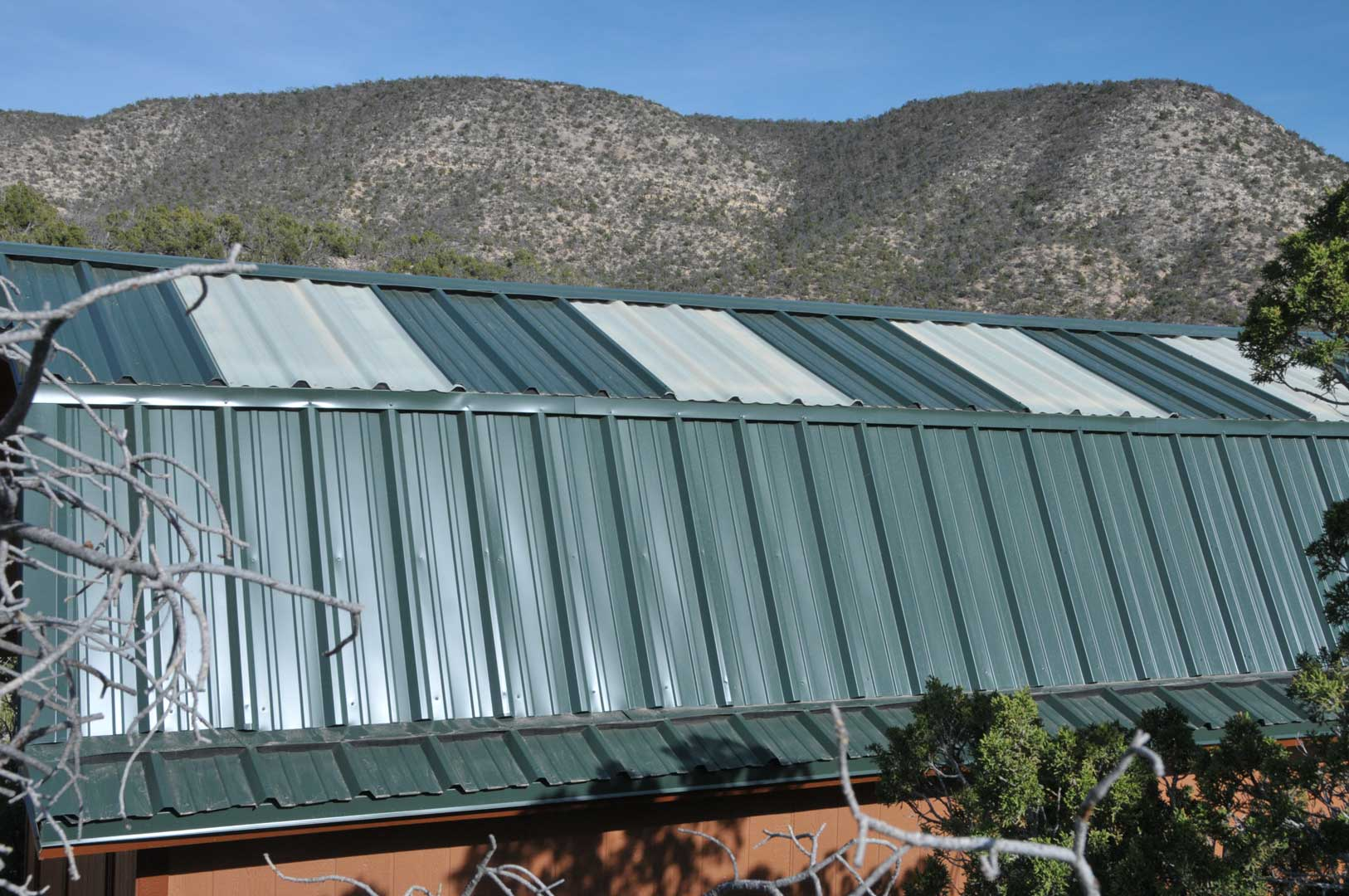 Free access metal roof shed install melsandy for Gambrel roof metal building